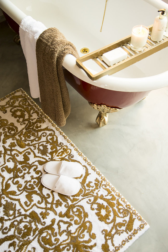 Цветные коврики для ванной комнаты